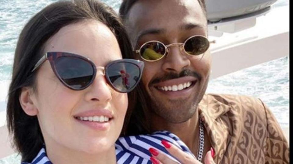 Hardik announces engagement with Serbian actress Natasa
