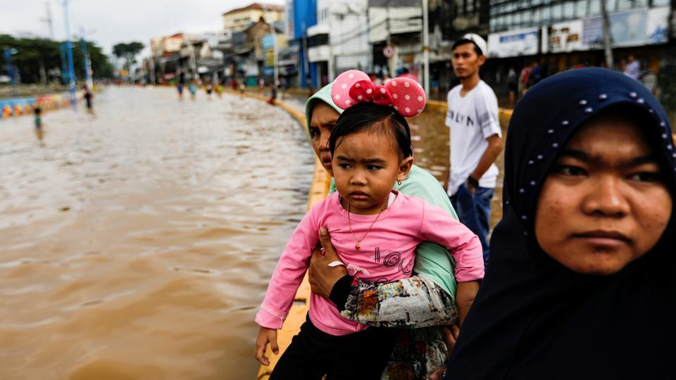 Indonesia New Year flood death toll doubles to 18