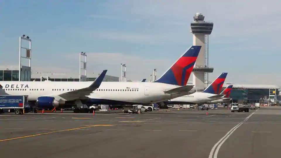 US airlines receive extra $9.5 bln in payroll support