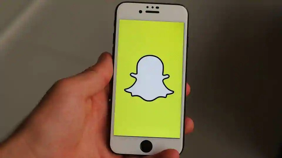 Snapchat sees 120% YoY growth in daily active users by March with 229 million users