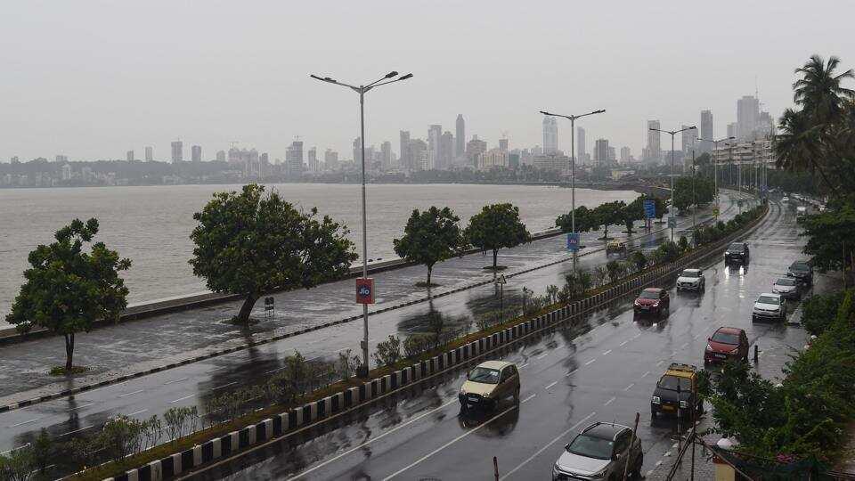Cyclone Nisarga makes landfall in Maharashtra's Alibaug, Mumbai receives rains