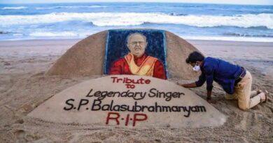 Sand artist Sudarsan Pattnaik pays tribute to late singer Balasubrahmanyam