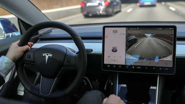 Tesla has a Christmas gift, latest software update to pack 3 in-car video games