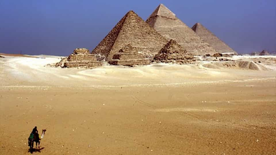 Egypt eyes slow return for tourism after revenues dive in 2020