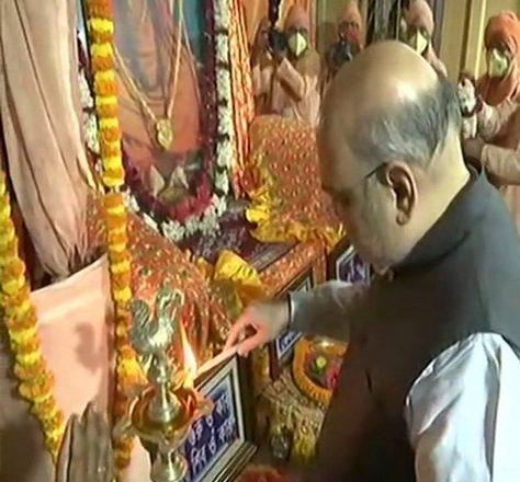 Amit Shah offers prayers at Bharat Sevashram Sangha during West Bengal visit