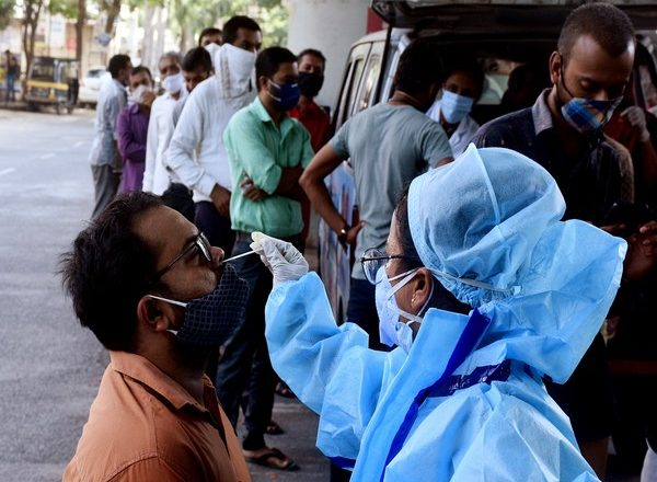 India reports 1,61,736 new Covid-19 cases, 879 deaths
