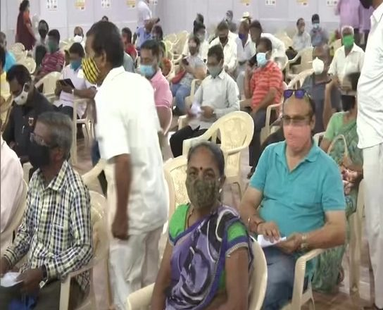 People que up for Covid-19 vaccine at Mumbai's BKC jumbo centre